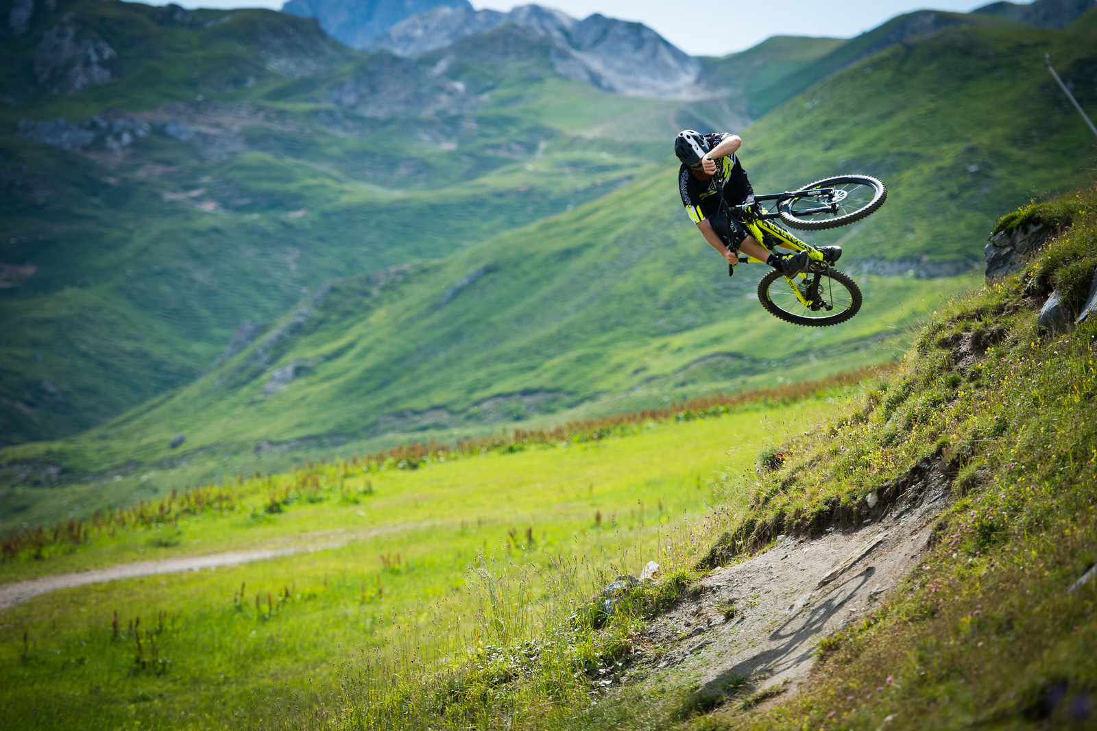 PEF Riding the Commencal Meta V4 - iceman2058 - Mountain Biking Pictures - Vital MTB