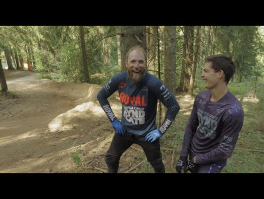 Steve Peat vs Loris Vergier!! Old vs New school cornering techniques!