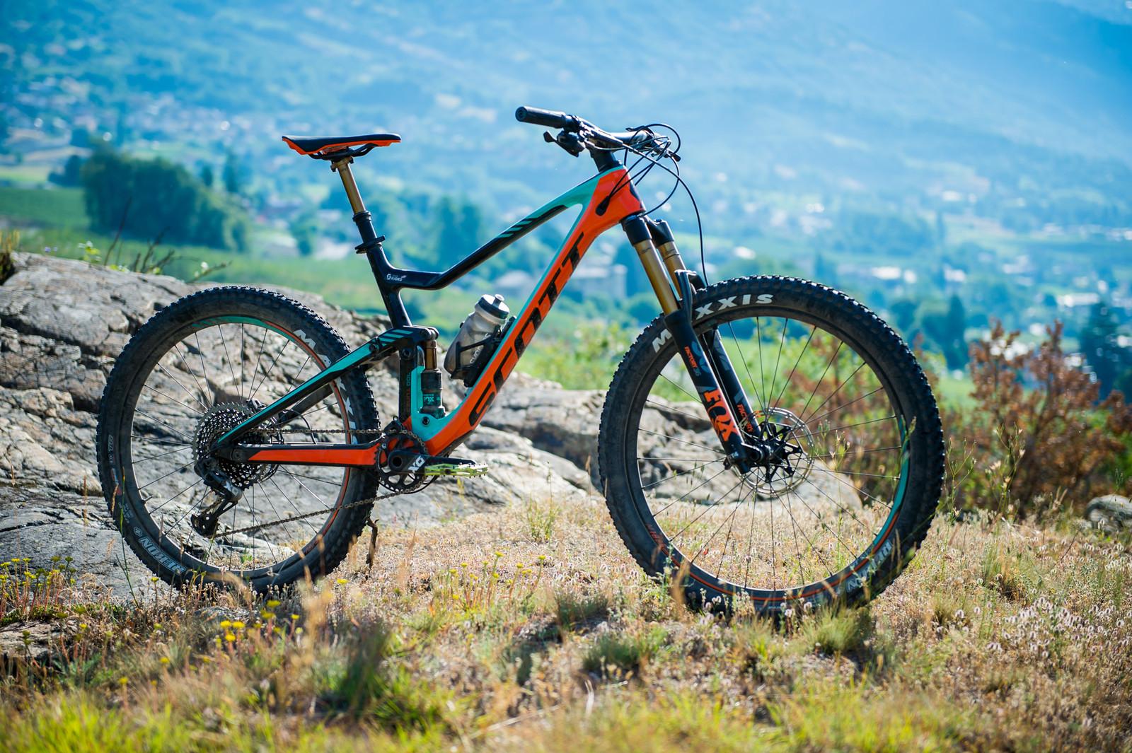 Reviews Com Product Reviews And Comparisons Of 2018 >> 2018 Scott Genius 700 Tuned Bike - Reviews, Comparisons, Specs - Mountain Bikes - Vital MTB